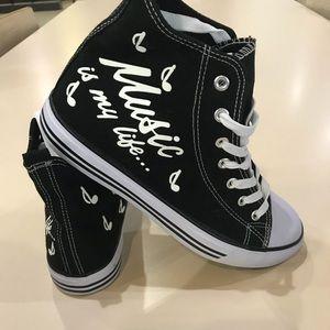 NWT custom High top sneakers very trendy 💖